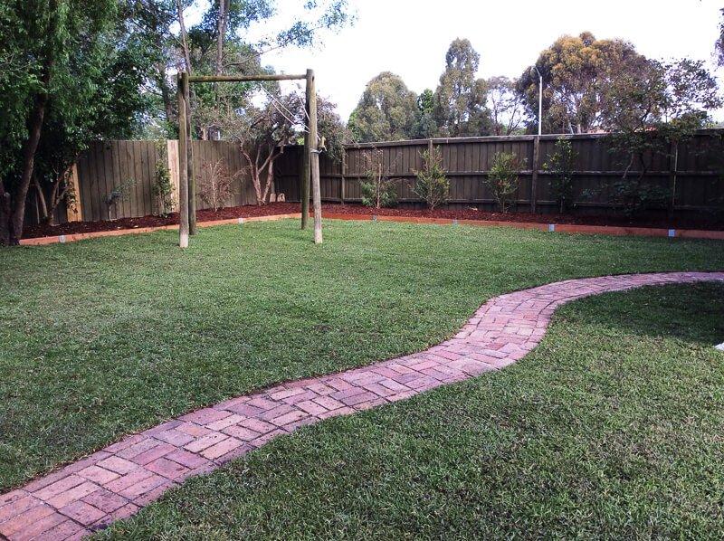 Jays Gardening garden makeover planting mulching clearing (1)