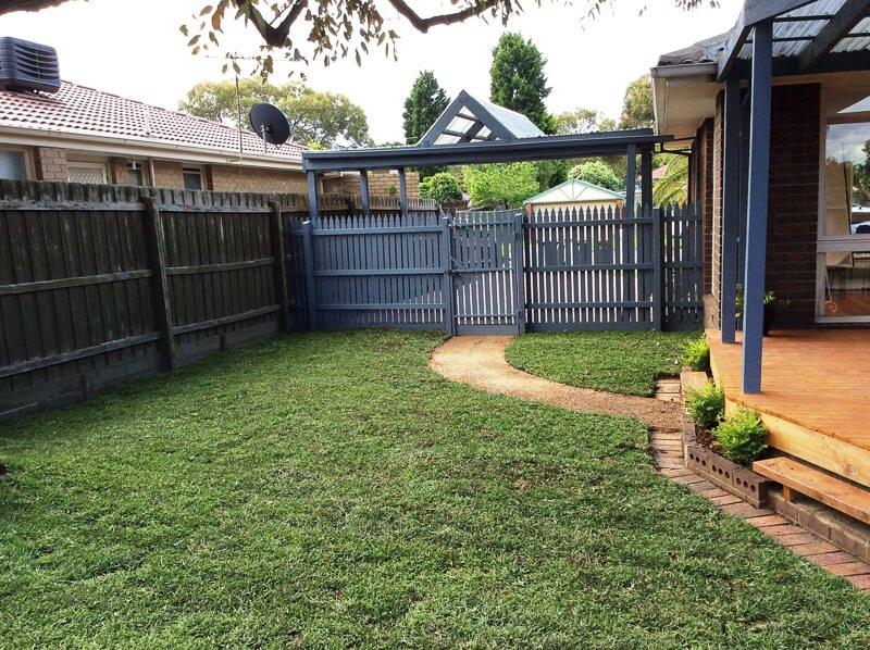 Jays Gardening garden makeover planting mulching clearing (3)