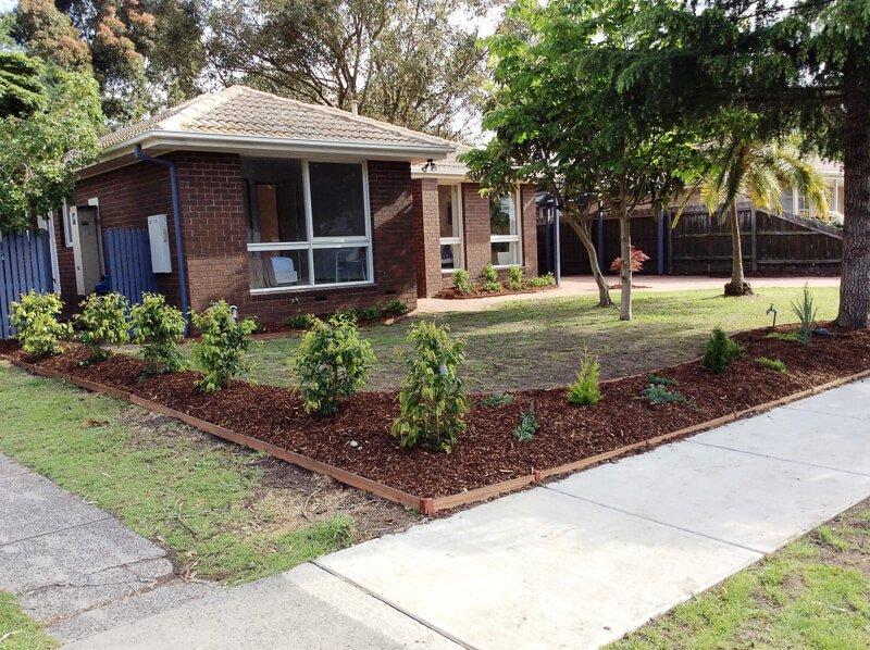 Jays Gardening garden makeover planting mulching clearing (4)